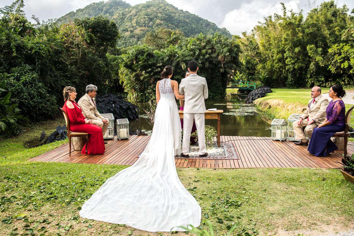 cerimônia de casamento no jardim
